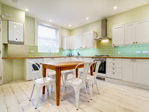 145 Hyde Park Road 6 Bedroom Leeds Student House kitchen 2