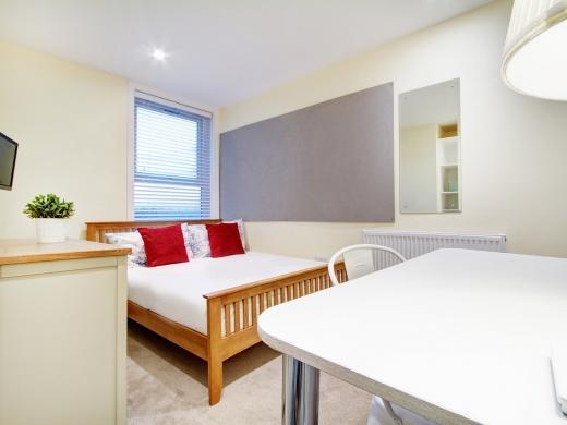 145 Hyde Park Road 6 Bedroom Leeds Student House bedroom 2