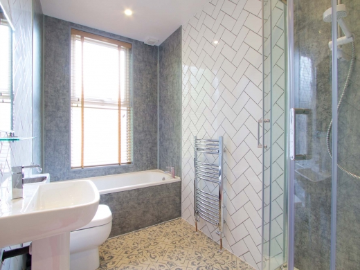 45 Granville Road 6 Bedroom Manchester Student House Bathroom