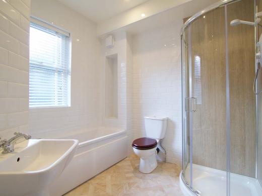 30 Newstead Grove 6 Bedroom Nottingham Student House Bathroom