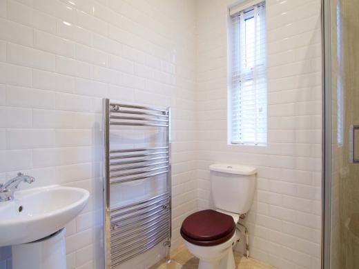 30 Newstead Grove 6 Bedroom Nottingham Student House Bathroom 1