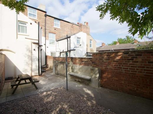 7 Newstead Grove 5 Bedroom Nottingham Student House Garden 2