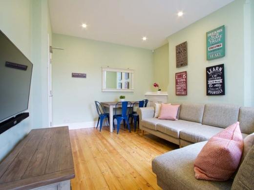 7 Newstead Grove 5 Bedroom Nottingham Student House Living Room 2