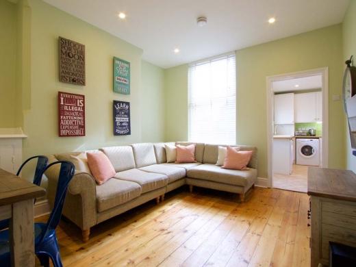 7 Newstead Grove 5 Bedroom Nottingham Student House Living Room