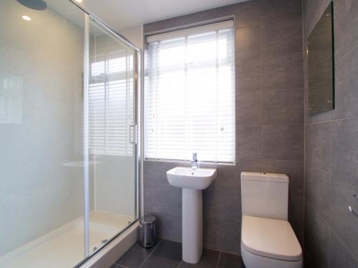 36 Portland Road 5 Bedroom Nottingham Student House Bathroom