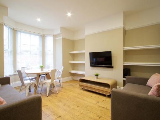 36 Portland Road 5 Bedroom Nottingham Student House Living Room