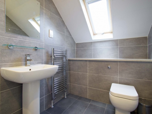 10 Brudenell Mount 7 Bedroom Leeds Student House Bathroom 2