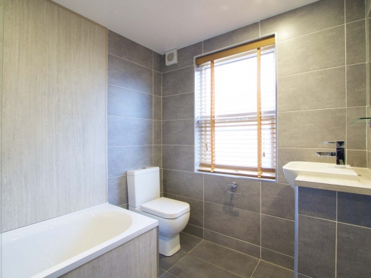 10 Brudenell Mount 7 Bedroom Leeds Student House Bathroom 1