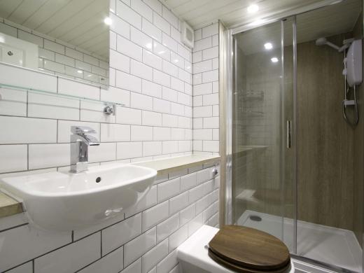 13 Hessle Terrace 6 Bedroom Leeds Student House Bathroom 1