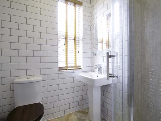 13 Hessle Terrace 6 Bedroom Leeds Student House Bathroom 2