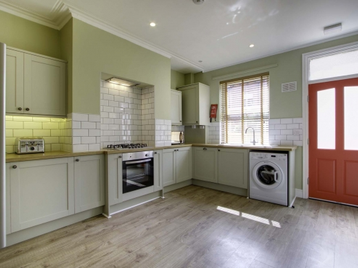 13 Hessle Terrace 6 Bedroom Leeds Student House Kitchen 1