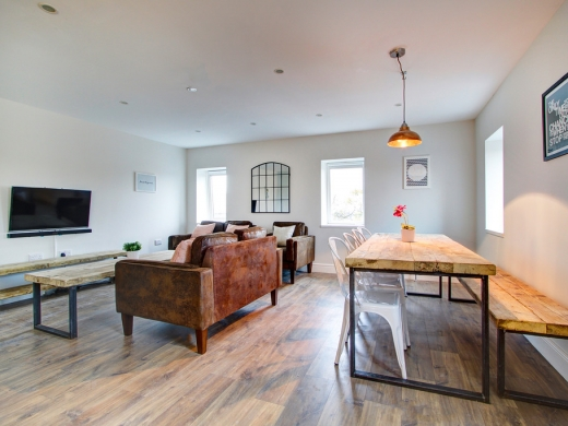 Flat H Park View 7 Bedroom Nottingham Student House Living Space 6