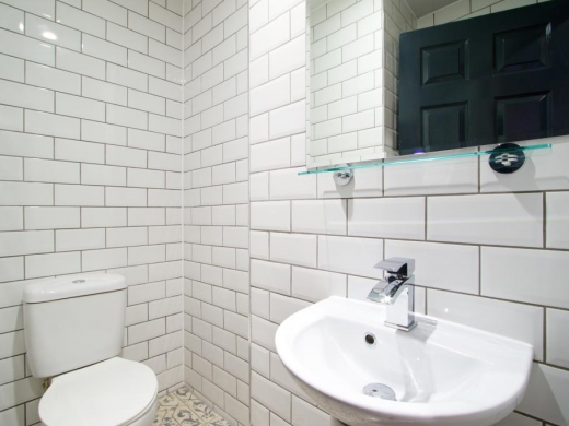 Flat B Park View 3 Bedroom Nottingham Student House Bathroom 1