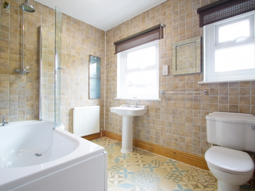17 Pennsylvania Road Exeter 6 Bedroom Student House Bathroom 2