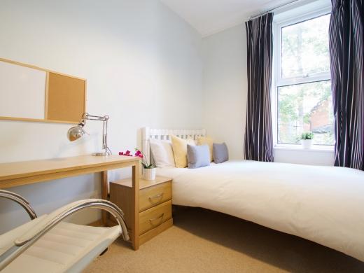 4 Albert Grove, Nottingham, Student House, Bedroom, Angle 2