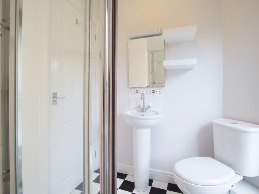 37 Grove Road, Nottingham, Student House, Bathroom, Angle 2