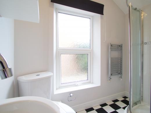37 Grove Road, Nottingham, Student House, Bathroom, Angle 1