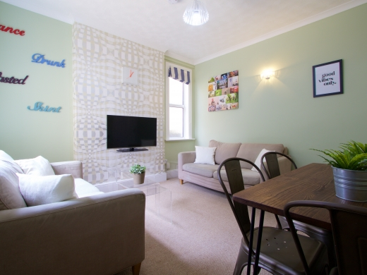 5 Trinity Avenue Nottingham Student House Living room Angle 2