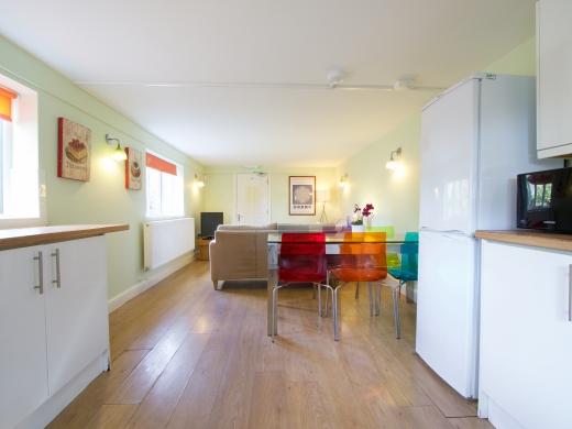 30 Rolleston Drive, Nottingham, Kitchen, Angle 2