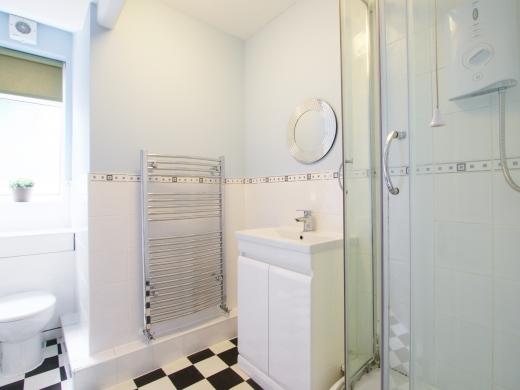 30 Rolleston Drive, Nottingham, Bathroom