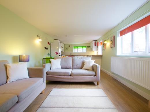 30 Rolleston Drive, Nottingham, Living room, Angle 2