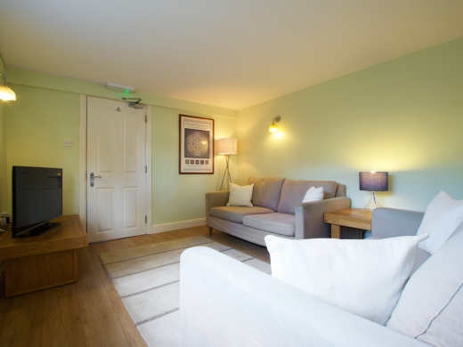 30 Rolleston Drive, Nottingham, Living room, Angle 3
