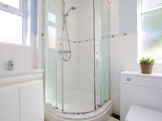 32 Rolleston Drive, Nottingham, Bathroom