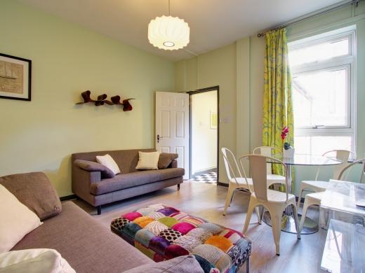 36 Lenton Boulevard, Nottingham, Student House, Living Room, Angle 2