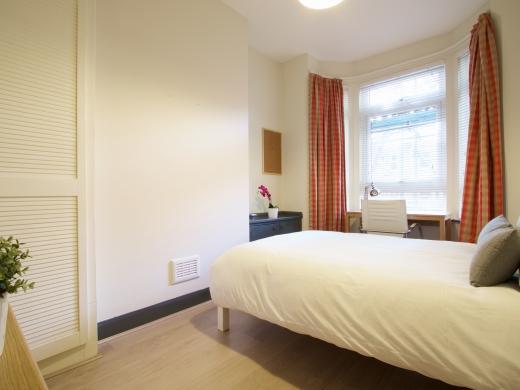36 Lenton Boulevard, Nottingham, Student House, Bedroom, Angle 2