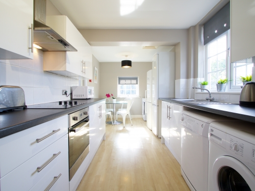 34 Kenilworth Avenue, Oxford, Student House Kitchen, Angle 2