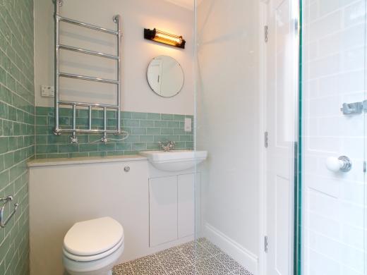 4 Kingsley Avenue London Student House Bathroom