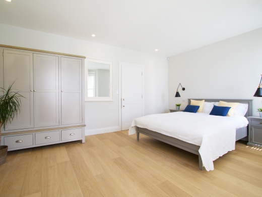 4 Kingsley Avenue London Student House Bedroom