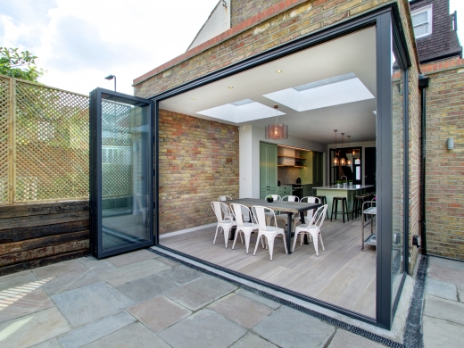 4 Kingsley Avenue London Student House Dining Room and Exterior