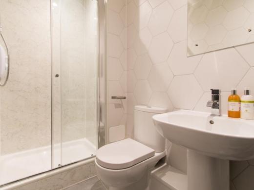 72 Thornycroft Road Liverpool Student House Bathroom