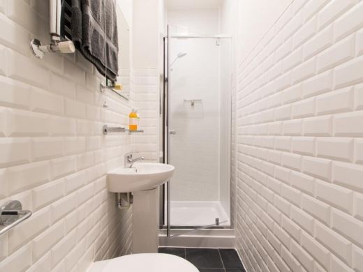 Flat 2, 11 Camden Street Plymouth Student House Bathroom