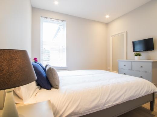 64 Julian Avenue 6 Bedroom London Student House Bedroom 4
