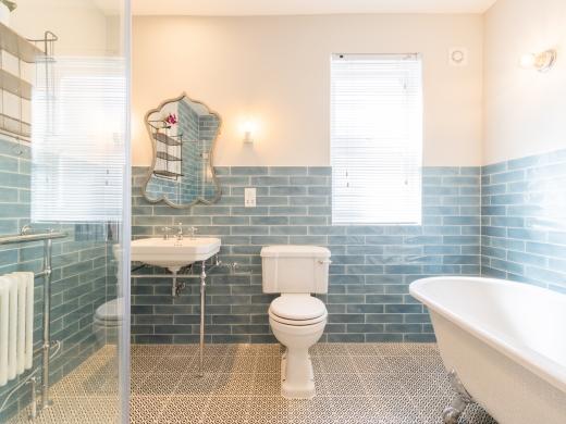 64 Julian Avenue 6 Bedroom London Student House Bathroom