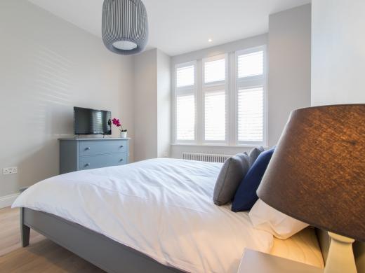 64 Julian Avenue 6 Bedroom London Student House Bedroom 1