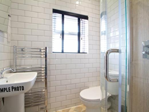 9 St Kilda Road 6 Bedroom London Student House Bathroom