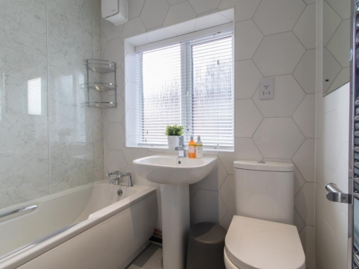 38 Kingswood Road Manchester Student House Bathroom