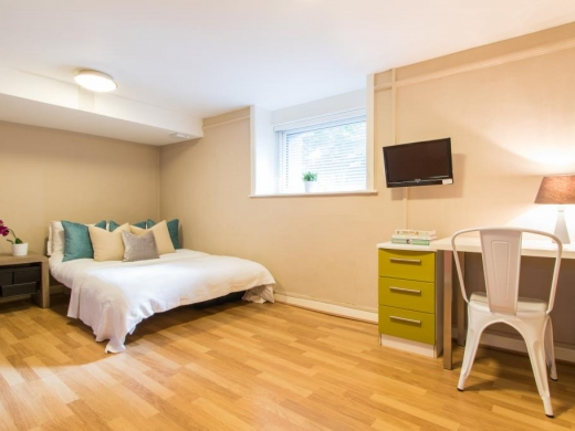Flat 1, 17 Ladybarn Road Student House Bedroom