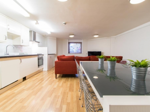 Flat 1, 17 Ladybarn Road Student House Dining Room and Kitchen