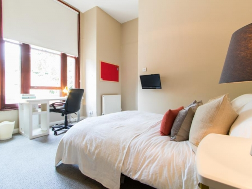 Flat 2, 17 Ladybarn Road Student House Bedroom