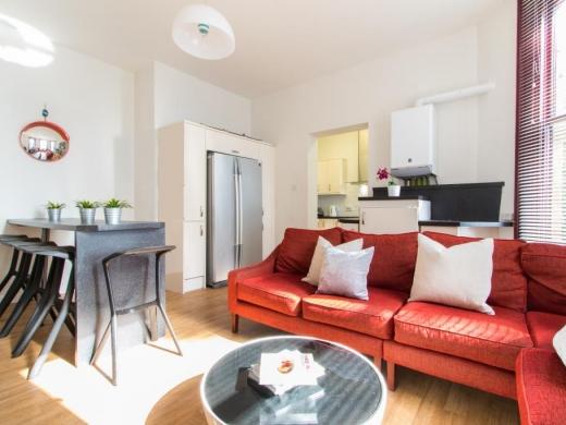 Flat 3, 17 Ladybarn Road Student House Lounge