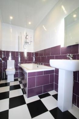 Flat 4,17 Ladybarn Road Student House Bathroom
