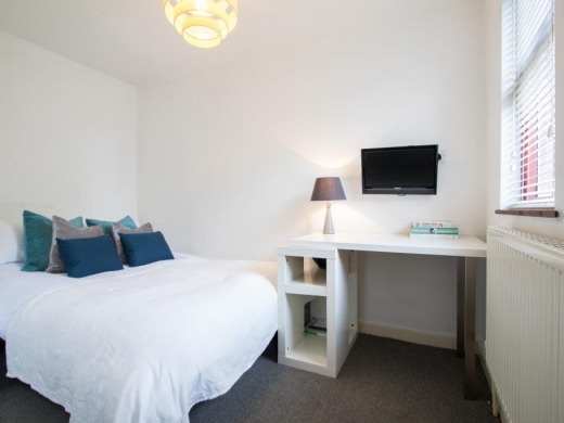 Flat 4,17 Ladybarn Road Student House Bedroom