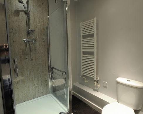 1 St Clements Lane 4 Bedroom Exeter St Davids Student House Bathroom 1