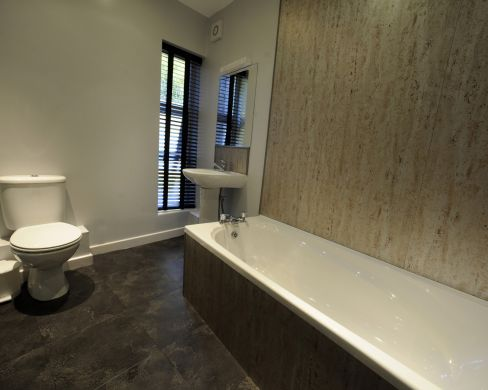1 St Clements Lane 4 Bedroom Exeter St Davids Student House Bathroom 2