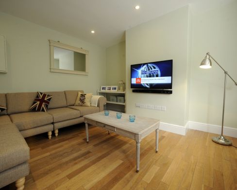 11 Old Tiverton Road 6 Bedroom Exeter Student House Living Room