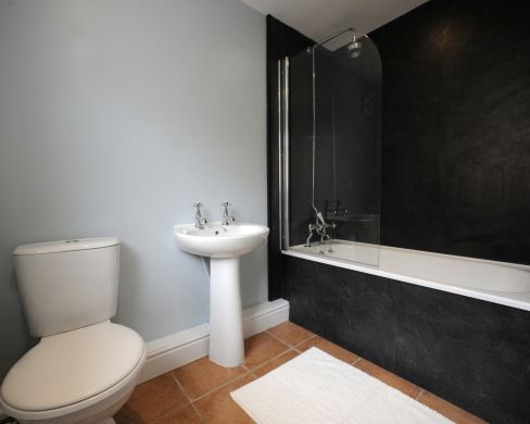 11 Old Tiverton Road 6 Bedroom Exeter Student House Bathroom